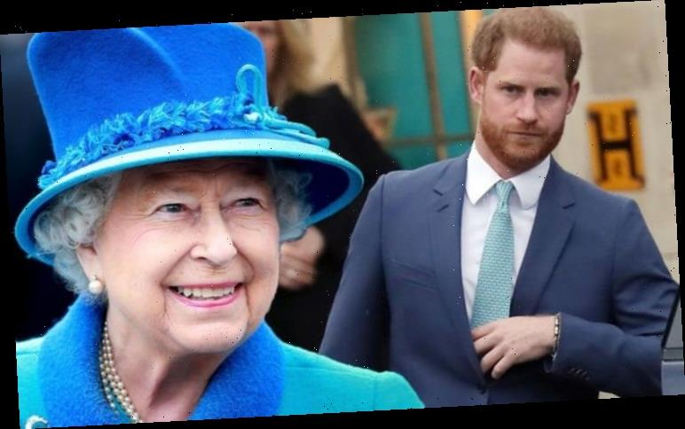 Prince Harry fury: Queen's grandson has to 'face the music' as he returns to UK 'alone'