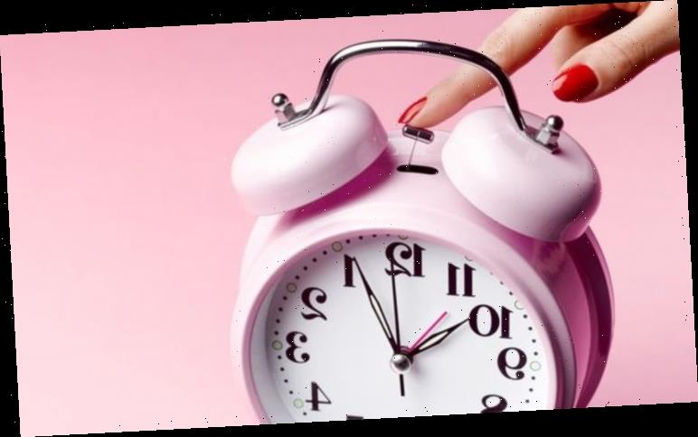 When do the clocks change in October?