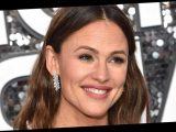 The Popular Anti-Aging Oil Loved by Jennifer Garner Is on Sale for $23 Today