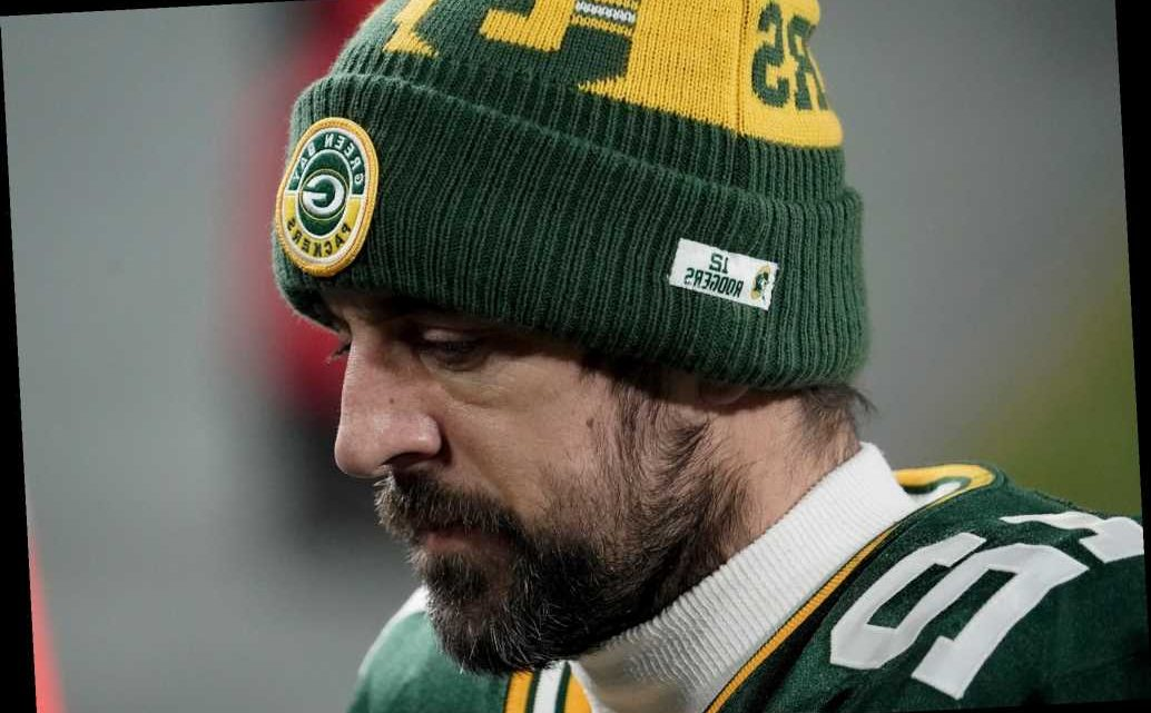 Aaron Rodgers did not seem pleased with Matt LaFleur's head-scratching call