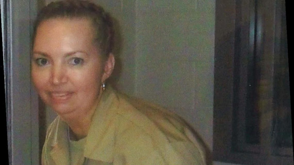 Judge halts execution of only woman on federal death row