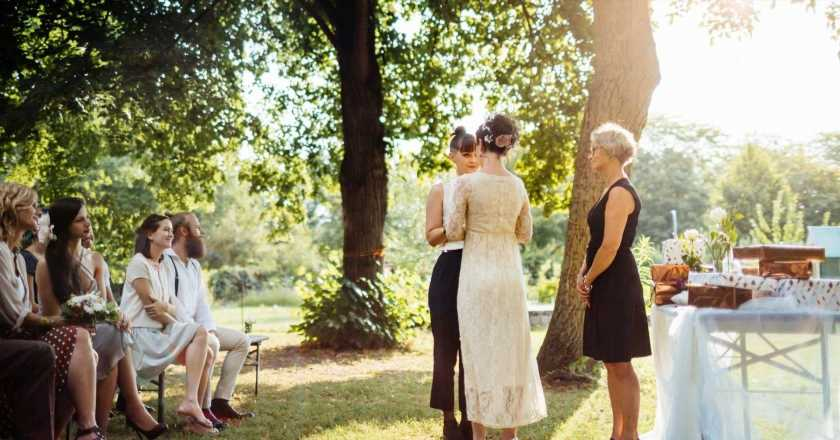 10 tips from real brides on planning an intimate garden wedding