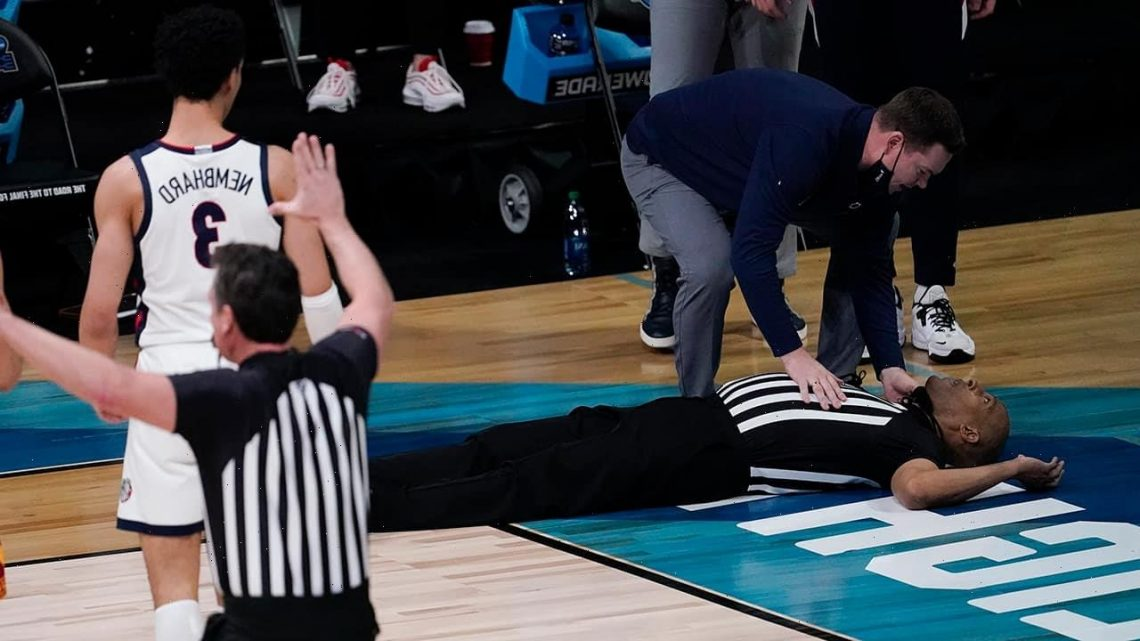 NCAA ref Bert Smith reveals what led to scary fall during men's tournament