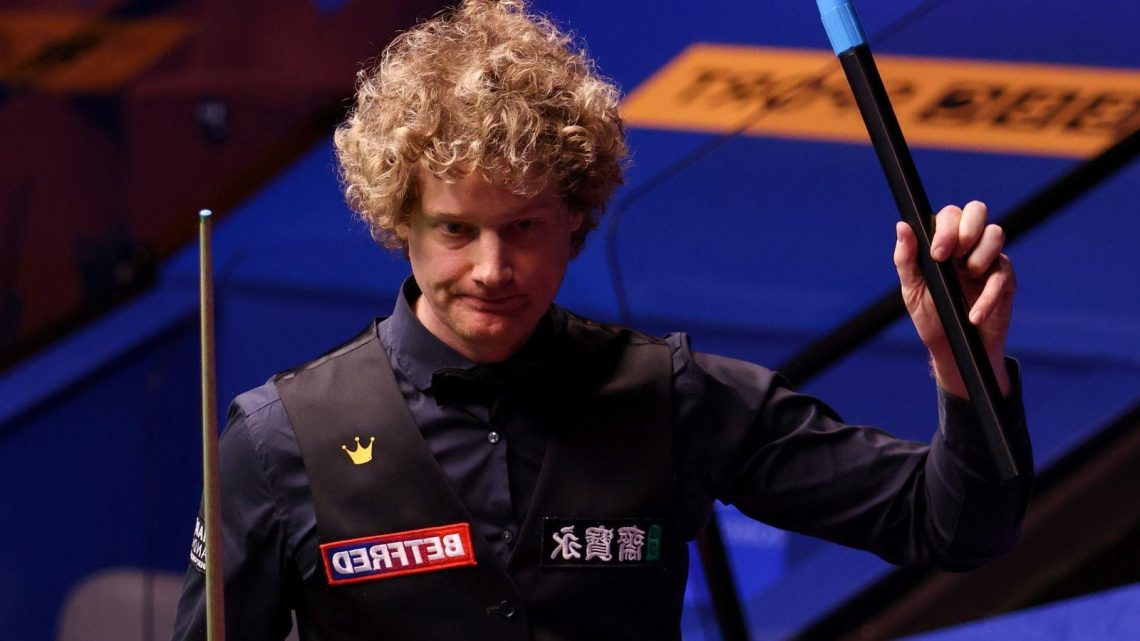 World Snooker Championship: Neil Robertson through to quarter-finals at Crucible in Sheffield