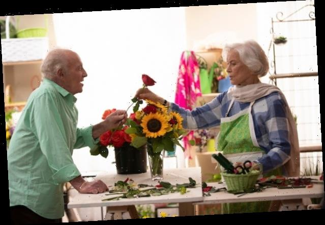 Ellen Burstyn, James Caan Rom-Com 'Queen Bees' Buzzes to Gravitas