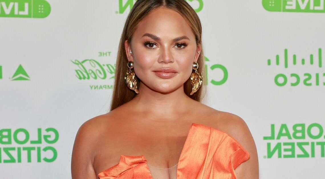 Chrissy Teigen apologises to Courtney Stodden for telling them to commit suicide