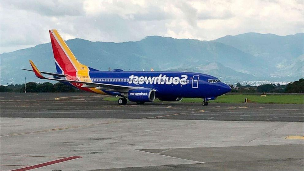 Former Southwest pilot pleads guilty to exposing himself, watching porn in cockpit
