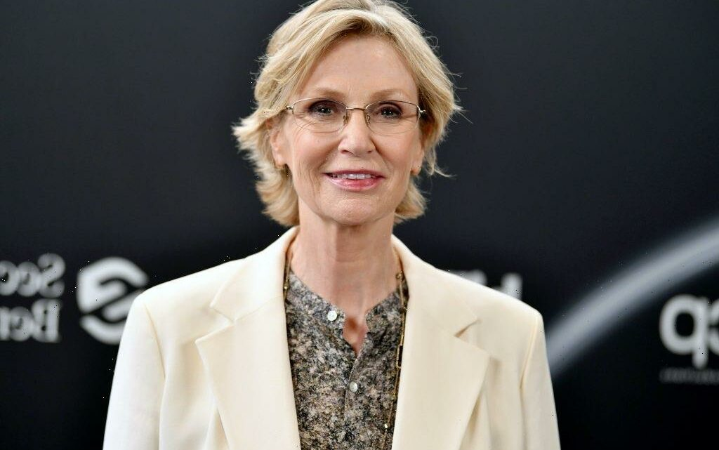 How Tall Is Jane Lynch?