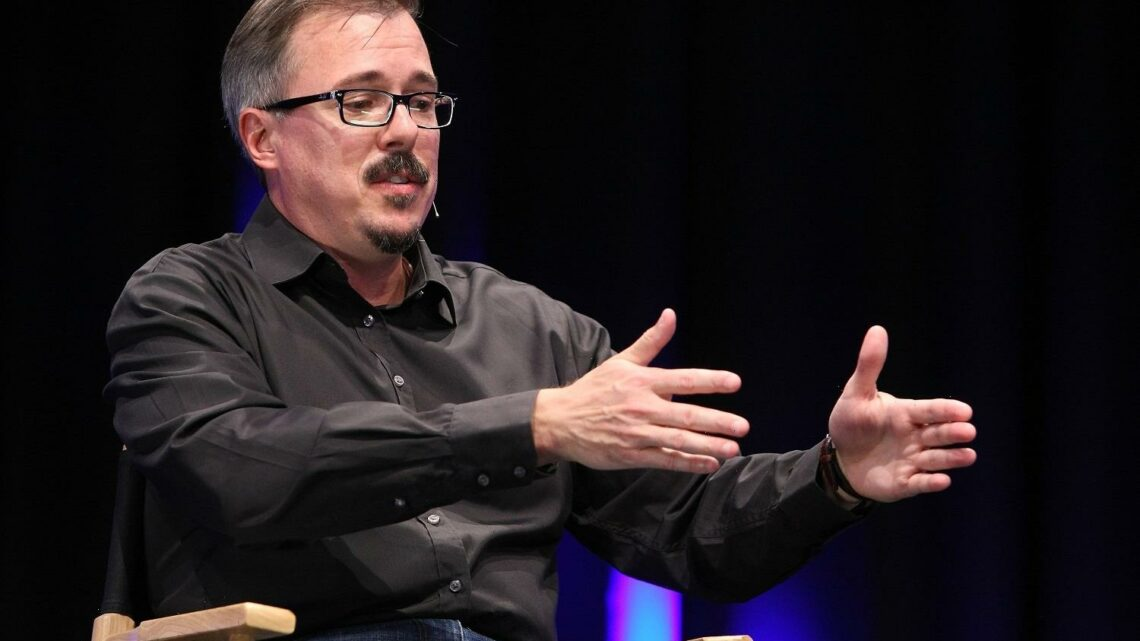 'Breaking Bad': Vince Gilligan, Bryan Cranston, and Aaron Paul Worked on 'The X-Files'