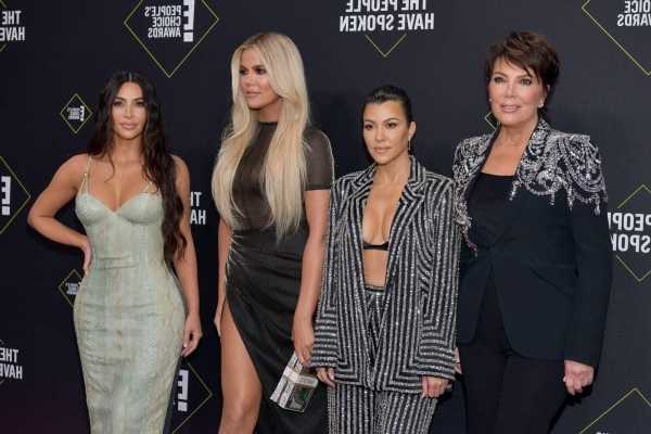 'KUWTK' Fans Can't Unsee the Totally Weird Way the Kardashian Sisters Eat