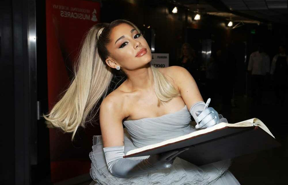 Ariana Grande giving away $1M worth of therapy to fans