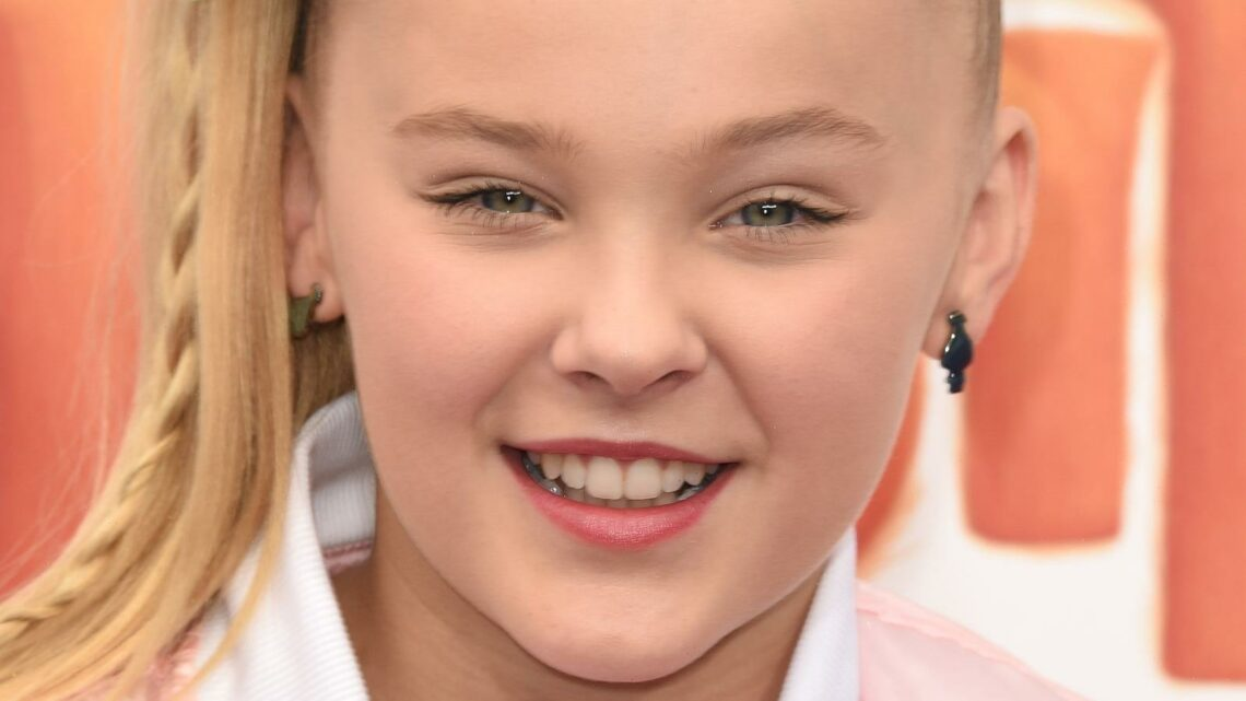 JoJo Siwa Reveals The Strange Thing That Was Really Difficult To Talk To Her Mom About