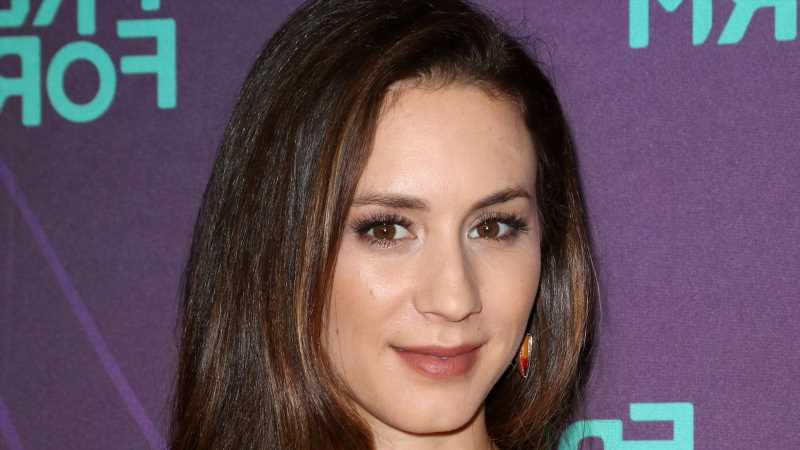 The Exact Beauty Products Troian Bellisario Wore As Spencer On Pretty Little Liars