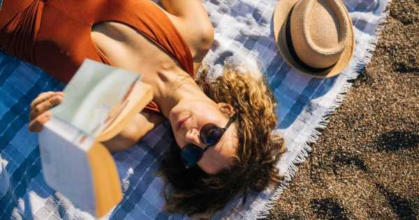 A Toast to Beach Reads! Here's What You Should Read Based on Your Favorite Summer Drink