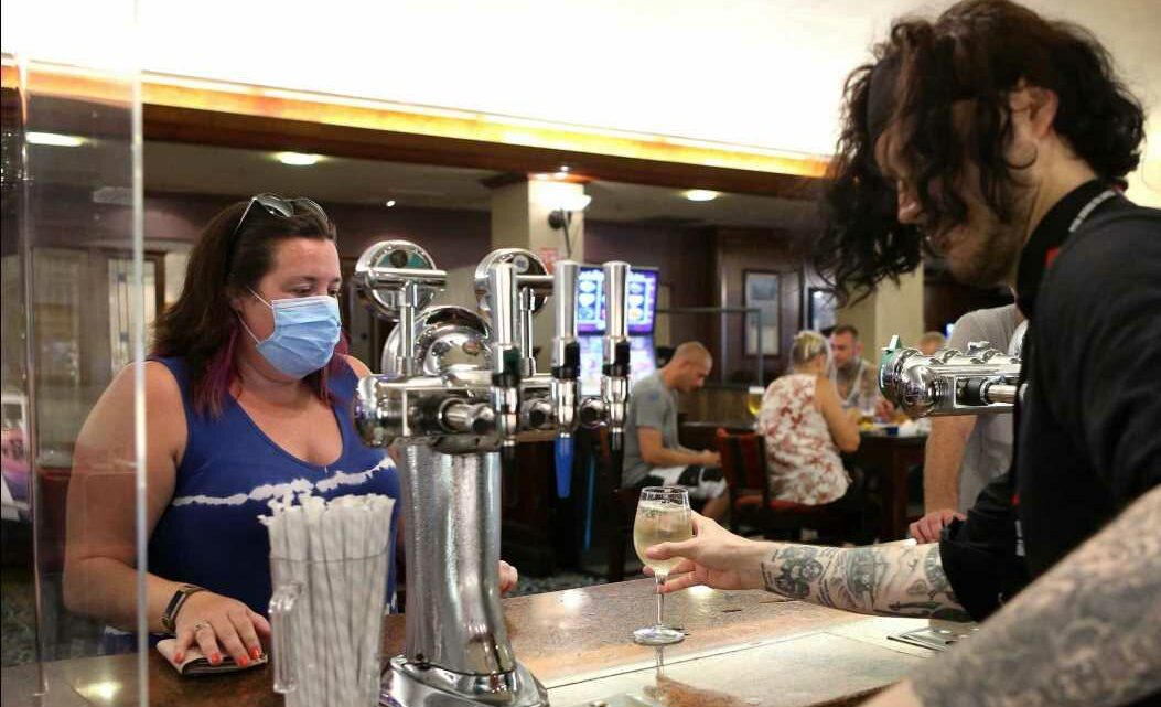 Brits set to continue wearing masks and social distance in pubs, study reveals