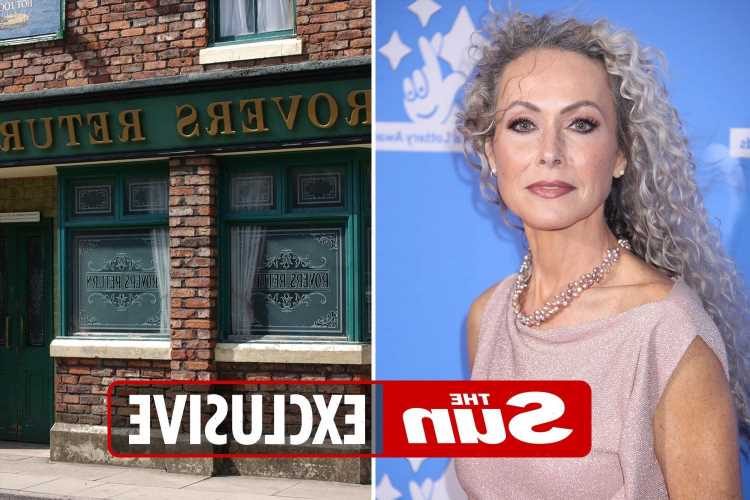 Coronation Street signs Casualty star Amanda Mealing in new role after she quit medical drama