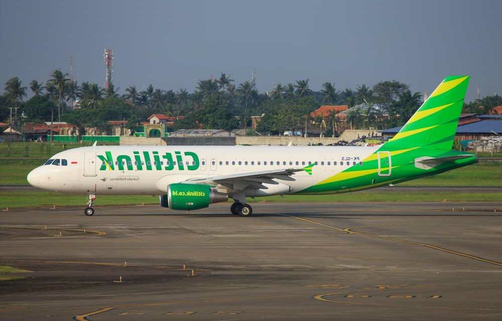 Indonesian man with COVID-19 busted for dressing up as wife to get on flight