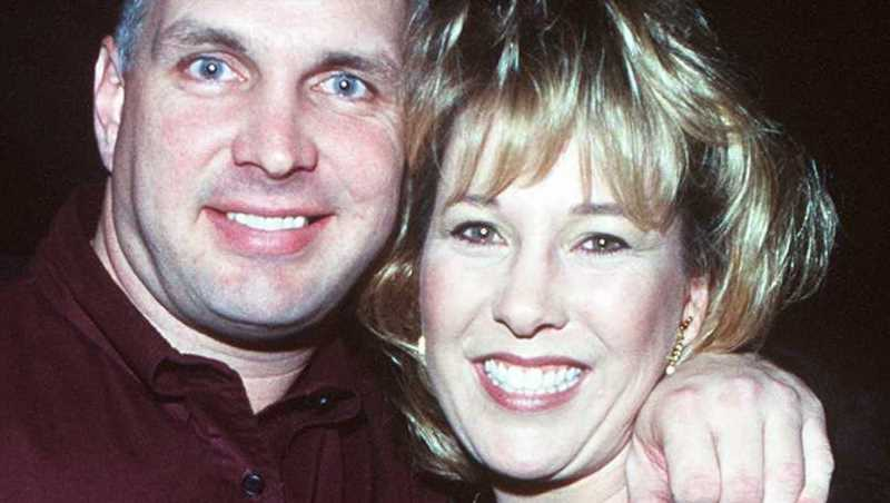 The Truth About Garth Brooks Divorce From His First Wife Sandy Mahl