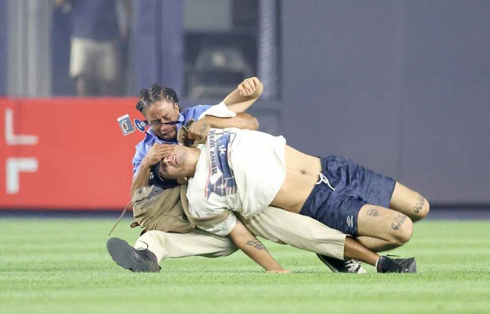 Yankees fan faces charges after getting demolished by security for on-field dash