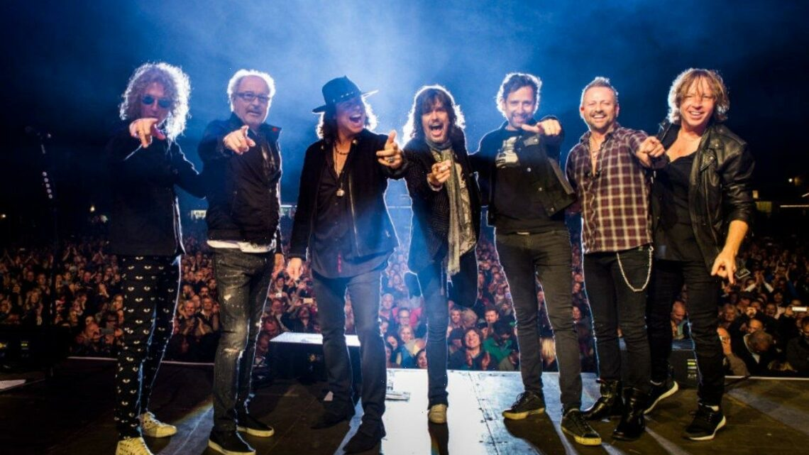 Foreigner Set Up COVID Vaccination Clinic at Nashville Concert