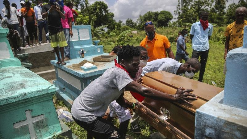 Grieving Haitians gather to bury their dead after devastating earthquake