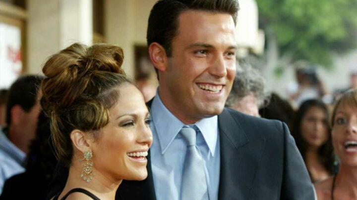 Is Jennifer Lopez wearing a bracelet Ben Affleck bought her in 2002?