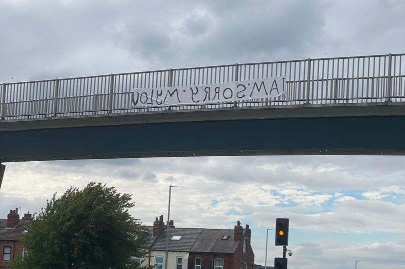 Mystery as sign saying 'I am sorry my lov' begging for forgiveness appears on Leeds bridge