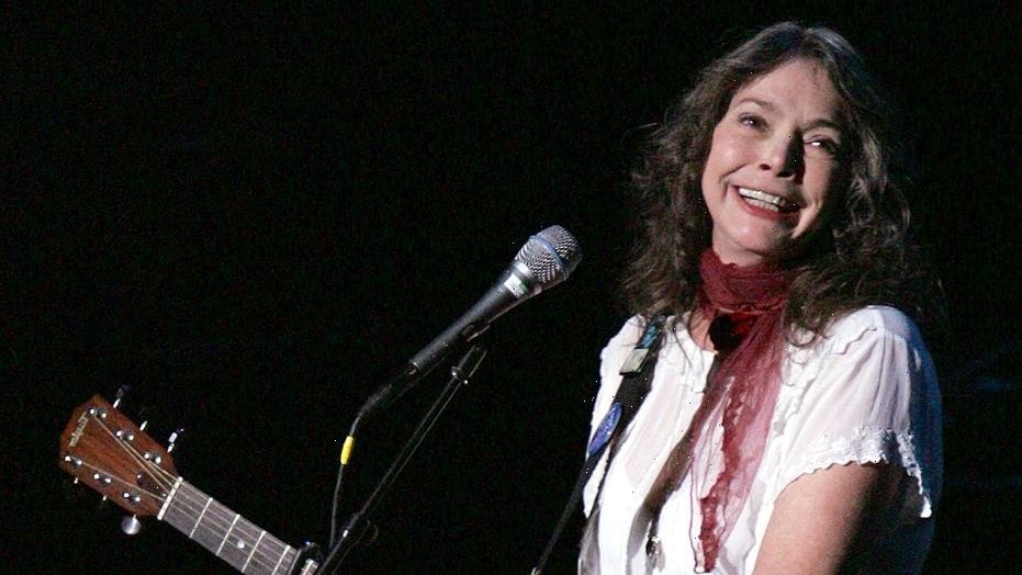 Nanci Griffith, Grammy-winning folk singer-songwriter, dead at 68
