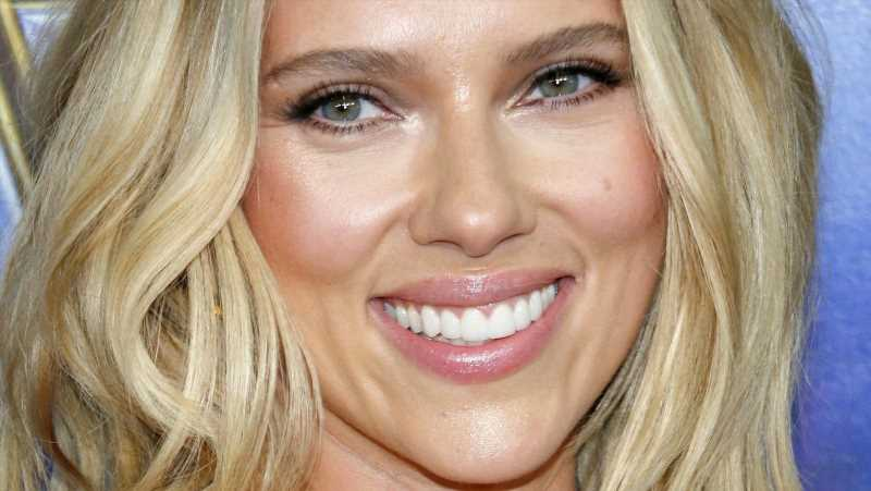 What Scarlett Johansson Really Looks Like Under All That Makeup