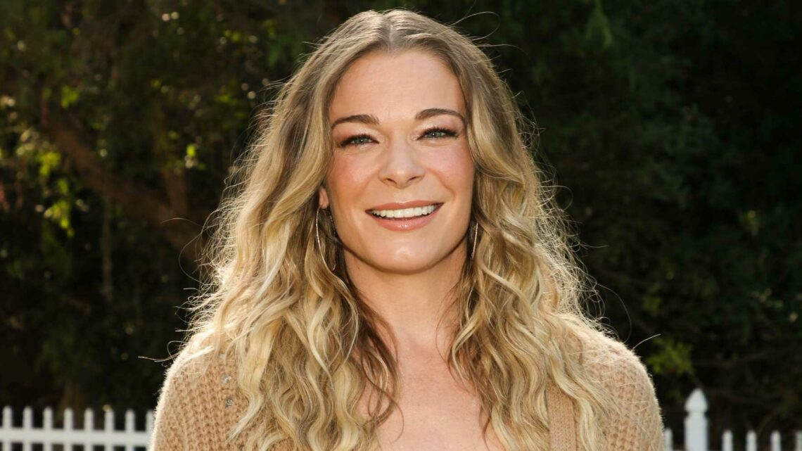 At 39, LeAnn Rimes Washboard Abs And Killer Legs Are The Showstoppers In New Performance Pics On Instagram
