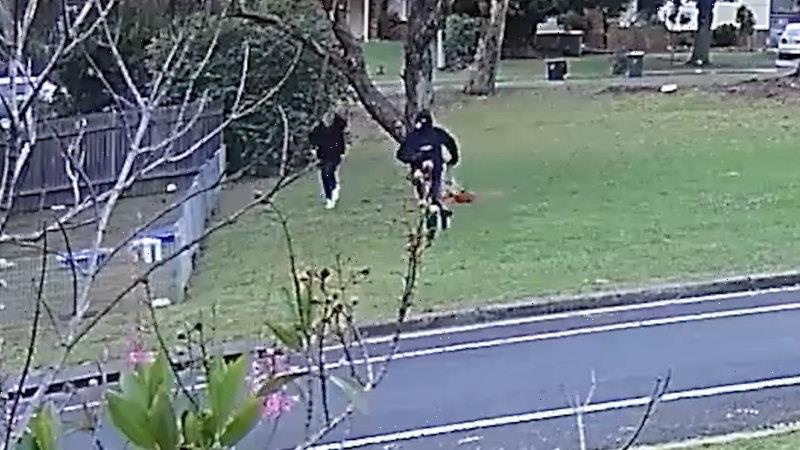 Blond man seen fleeing the scene of underworld murder