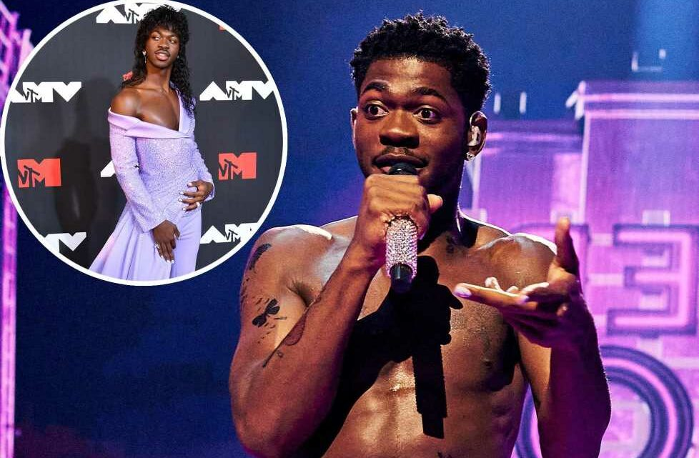 Fans defend Lil Nas X after interviewer disses his VMAs 2021 outfit