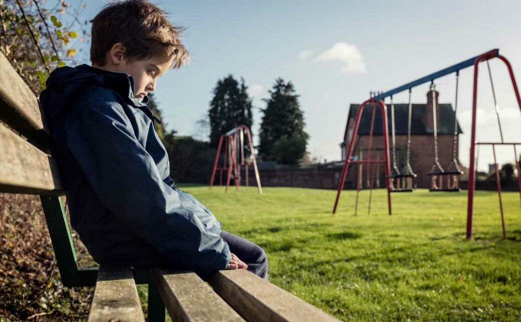 I'm a child expert & this is what to do if your kid hasn't got friends (& why you should NEVER call the school about it)