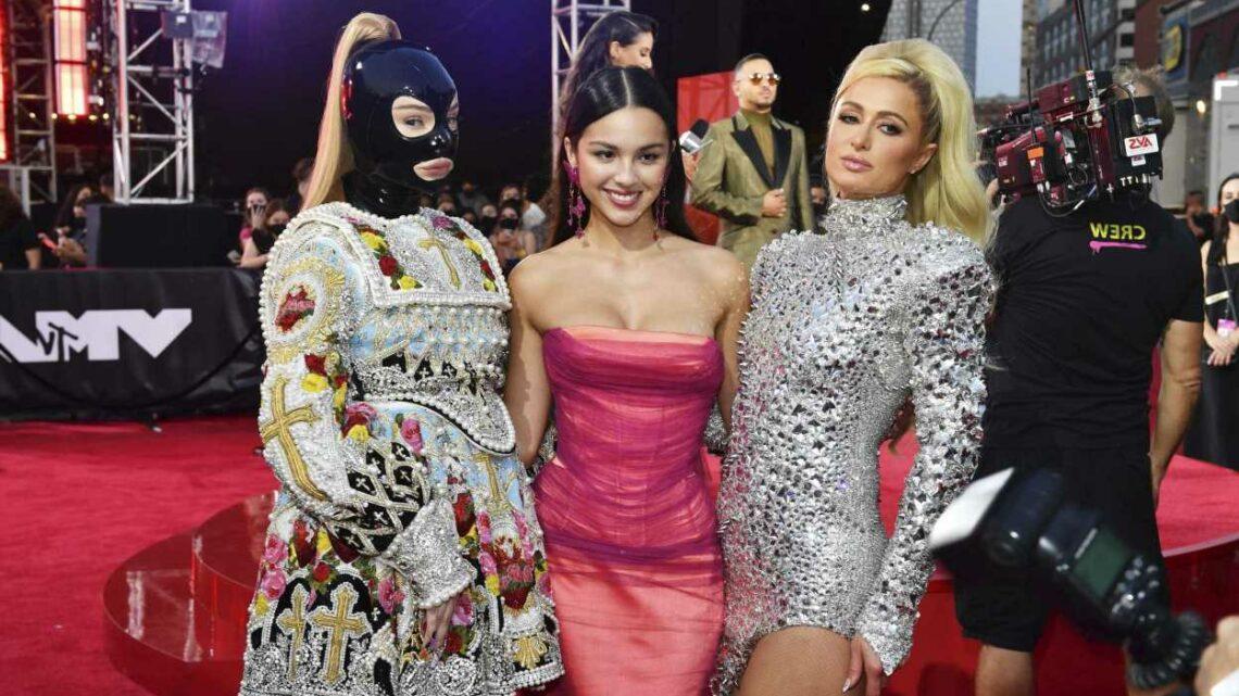 Kim Petras Serves Bubblegum-Pop Realness in VMAs Pre-Show Performance
