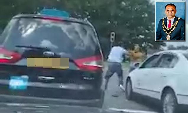 Labour mayor who was filmed brawling with cabbie resigns