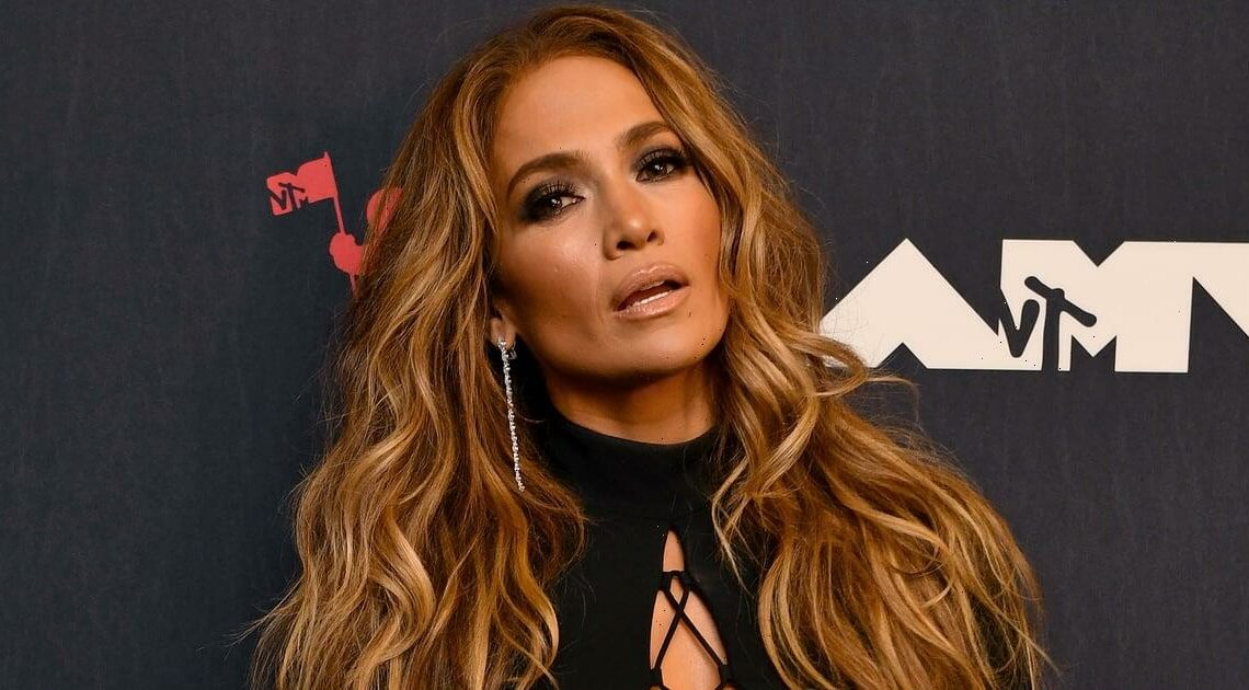 """""""Touch of Toffee"""" Is the J. Lo-Inspired Hair Color You're About to See Everywhere This Fall"""